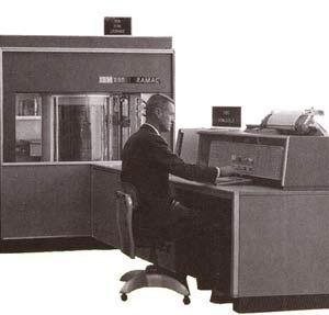 000041185 - 50年变大了八万倍!超经典硬盘发展史