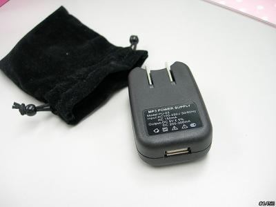 卡通 美眉 mp3/进行充电或是传输音乐文件当然要用到USB线,而且这款产品的...