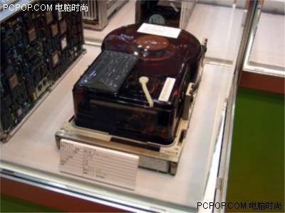 000042125 - 50年变大了八万倍!超经典硬盘发展史